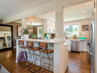 Photo 5: 2012 CROCUS Road NW in Calgary: Charleswood Detached for sale : MLS®# C4253746