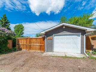 Photo 28: 2012 CROCUS Road NW in Calgary: Charleswood Detached for sale : MLS®# C4253746