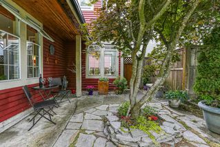 Photo 2: 469 GLENBROOK Drive in New Westminster: Fraserview NW House for sale : MLS®# R2380969