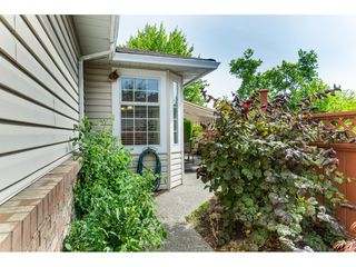 "Photo 2: 7 9163 FLEETWOOD Way in Surrey: Fleetwood Tynehead Townhouse for sale in ""Beacon Square"" : MLS®# R2387246"