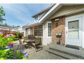 "Photo 3: 7 9163 FLEETWOOD Way in Surrey: Fleetwood Tynehead Townhouse for sale in ""Beacon Square"" : MLS®# R2387246"