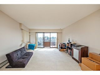 Photo 3: 307 33956 ESSENDENE Avenue in Abbotsford: Central Abbotsford Condo for sale : MLS®# R2447306