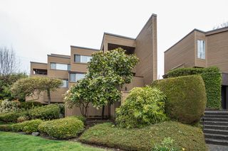 Main Photo: 110 1910 CHESTERFIELD AVENUE in North Vancouver: Central Lonsdale Townhouse for sale : MLS®# R2452167