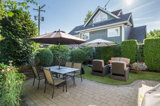 "Photo 15: 1624 - 1626 GRAVELEY Street in Vancouver: Grandview Woodland House for sale in ""Commercial Drive"" (Vancouver East)  : MLS®# R2484665"