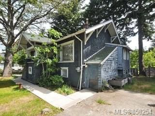 Main Photo: 1249 Finlayson St in : Vi Oaklands House for sale (Victoria)  : MLS®# 858254