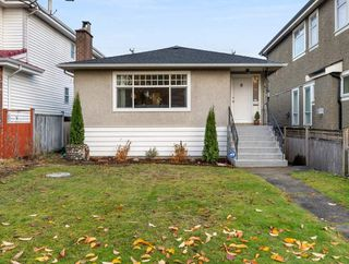 Photo 2: 8222 OSLER Street in Vancouver: Marpole House for sale (Vancouver West)  : MLS®# R2518015