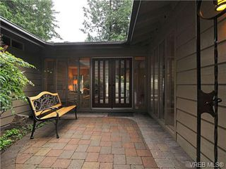 Photo 1: 4656 Lochwood Cres in VICTORIA: SE Broadmead Single Family Detached for sale (Saanich East)  : MLS®# 667571