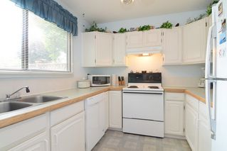 Photo 2: 3380 VINCENT Street in Port Coquitlam: Glenwood PQ Townhouse for sale : MLS®# R2075306