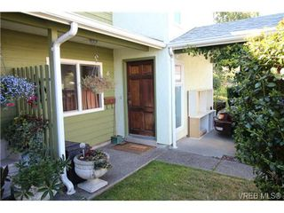 Photo 1: 6 400 Culduthel Rd in VICTORIA: SW Gateway Row/Townhouse for sale (Saanich West)  : MLS®# 738036