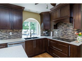 """Photo 6: 13281 100 Avenue in Surrey: Whalley House for sale in """"Surrey Central"""" (North Surrey)  : MLS®# R2117788"""