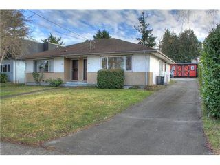 Photo 1: 1029-1031 Colville Rd in VICTORIA: Es Rockheights Full Duplex for sale (Esquimalt)  : MLS®# 749288