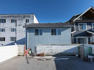 Photo 10: 1663 E 14TH Avenue in Vancouver: Grandview VE House 1/2 Duplex for sale (Vancouver East)  : MLS®# R2201048