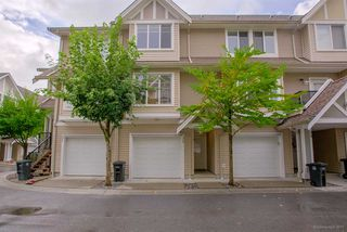 "Photo 1: 32 19141 124TH Avenue in Pitt Meadows: Mid Meadows Townhouse for sale in ""MEADOWVIEW ESTATES"" : MLS®# R2209397"
