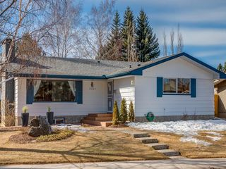 Photo 1: 2211 PALISWOOD Road SW in Calgary: Palliser House for sale : MLS®# C4180996