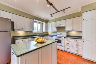 Photo 3: 9086 146A Street in Surrey: Bear Creek Green Timbers House for sale : MLS®# R2262829