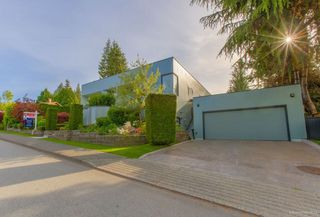 Photo 2: 6363 BUCKINGHAM Drive in Burnaby: Buckingham Heights House for sale (Burnaby South)  : MLS®# R2267440
