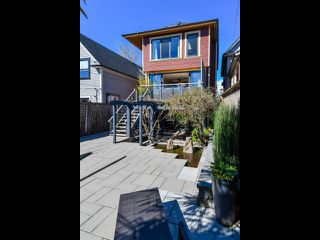 "Photo 2: 832 KEEFER Street in Vancouver: Mount Pleasant VE House for sale in ""Strathcona"" (Vancouver East)  : MLS®# R2359170"