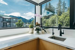 "Photo 4: 3305 DESCARTES Place in Squamish: University Highlands House for sale in ""UNIVERSITY HEIGHTS"" : MLS®# R2372682"