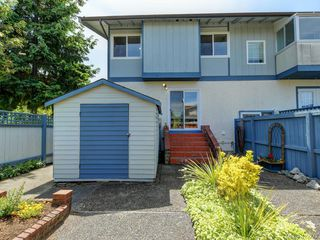 Photo 3: 31 3987 Gordon Head Road in VICTORIA: SE Arbutus Row/Townhouse for sale (Saanich East)  : MLS®# 412272