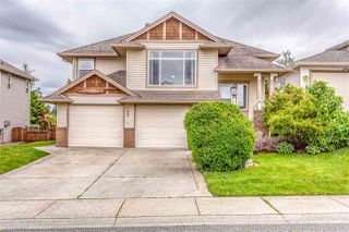 Photo 1: 8444 DOERKSEN Drive in Mission: Mission BC House for sale : MLS®# R2382332