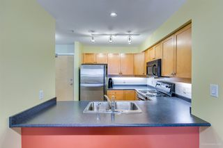 Photo 6: 208 38 SEVENTH Avenue in New Westminster: GlenBrooke North Condo for sale : MLS®# R2383369