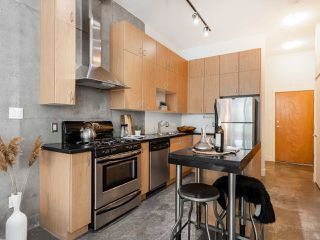 """Photo 5: 205 2635 PRINCE EDWARD Street in Vancouver: Mount Pleasant VE Condo for sale in """"Soma Lofts"""" (Vancouver East)  : MLS®# R2392727"""
