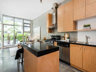 """Photo 8: 205 2635 PRINCE EDWARD Street in Vancouver: Mount Pleasant VE Condo for sale in """"Soma Lofts"""" (Vancouver East)  : MLS®# R2392727"""