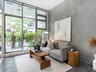 """Photo 2: 205 2635 PRINCE EDWARD Street in Vancouver: Mount Pleasant VE Condo for sale in """"Soma Lofts"""" (Vancouver East)  : MLS®# R2392727"""