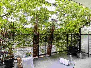 """Photo 15: 205 2635 PRINCE EDWARD Street in Vancouver: Mount Pleasant VE Condo for sale in """"Soma Lofts"""" (Vancouver East)  : MLS®# R2392727"""