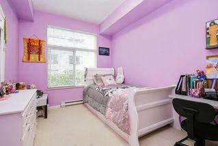 """Photo 11: 305 33318 E BOURQUIN Crescent in Abbotsford: Central Abbotsford Condo for sale in """"Nature's Gate"""" : MLS®# R2515810"""