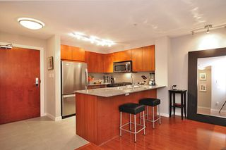 Photo 7: 118 5885 IRMIN Street in Burnaby: Metrotown Condo for sale (Burnaby South)  : MLS®# V910746