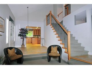 Photo 2: 3905 ROBIN Place in Port Coquitlam: Oxford Heights Home for sale ()  : MLS®# V892202