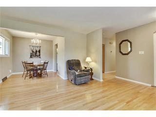 Photo 4: 129 FAIRVIEW Crescent SE in Calgary: Fairview House for sale : MLS®# C4062150