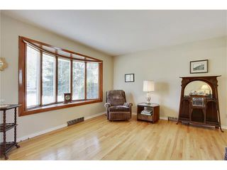 Photo 5: 129 FAIRVIEW Crescent SE in Calgary: Fairview House for sale : MLS®# C4062150