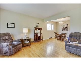 Photo 2: 129 FAIRVIEW Crescent SE in Calgary: Fairview House for sale : MLS®# C4062150