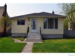 Photo 1: 384 Enniskillen Avenue in Winnipeg: West Kildonan / Garden City Residential for sale (North West Winnipeg)  : MLS®# 1611697