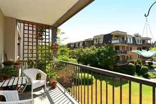 """Photo 11: 206 1740 SOUTHMERE Crescent in Surrey: Sunnyside Park Surrey Condo for sale in """"Spinnaker"""" (South Surrey White Rock)  : MLS®# R2072461"""
