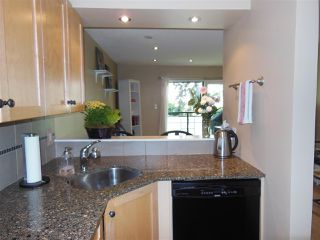 """Photo 6: 301 360 E 2ND Street in North Vancouver: Lower Lonsdale Condo for sale in """"Emerald Manor"""" : MLS®# R2084102"""