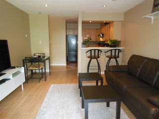 """Photo 11: 301 360 E 2ND Street in North Vancouver: Lower Lonsdale Condo for sale in """"Emerald Manor"""" : MLS®# R2084102"""