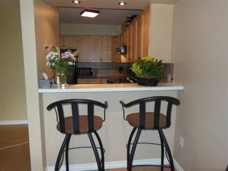 """Photo 9: 301 360 E 2ND Street in North Vancouver: Lower Lonsdale Condo for sale in """"Emerald Manor"""" : MLS®# R2084102"""