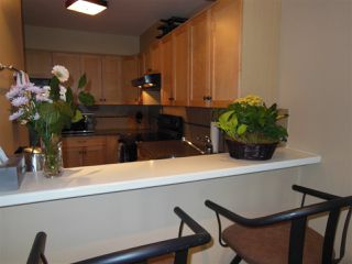 """Photo 8: 301 360 E 2ND Street in North Vancouver: Lower Lonsdale Condo for sale in """"Emerald Manor"""" : MLS®# R2084102"""