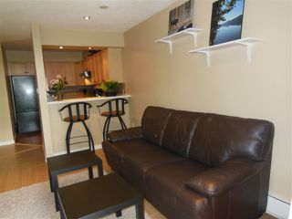 """Photo 10: 301 360 E 2ND Street in North Vancouver: Lower Lonsdale Condo for sale in """"Emerald Manor"""" : MLS®# R2084102"""