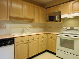 "Photo 4: 403 6707 SOUTHPOINT Drive in Burnaby: South Slope Condo for sale in ""Mission Woods"" (Burnaby South)  : MLS®# R2142149"
