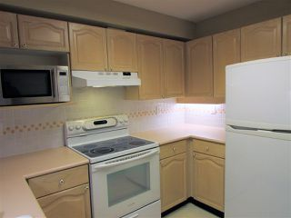 "Photo 5: 403 6707 SOUTHPOINT Drive in Burnaby: South Slope Condo for sale in ""Mission Woods"" (Burnaby South)  : MLS®# R2142149"
