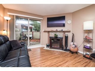 "Photo 3: 10531 HOLLY PARK Lane in Surrey: Guildford Townhouse for sale in ""HOLLY PARK LANE"" (North Surrey)  : MLS®# R2147163"