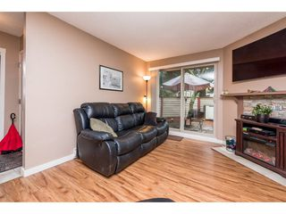 "Photo 4: 10531 HOLLY PARK Lane in Surrey: Guildford Townhouse for sale in ""HOLLY PARK LANE"" (North Surrey)  : MLS®# R2147163"