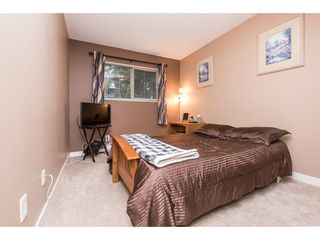 "Photo 14: 10531 HOLLY PARK Lane in Surrey: Guildford Townhouse for sale in ""HOLLY PARK LANE"" (North Surrey)  : MLS®# R2147163"