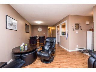 "Photo 5: 10531 HOLLY PARK Lane in Surrey: Guildford Townhouse for sale in ""HOLLY PARK LANE"" (North Surrey)  : MLS®# R2147163"