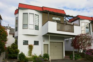 Photo 1: 247 W 17TH Street in North Vancouver: Central Lonsdale Townhouse for sale : MLS®# R2153423