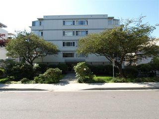 Main Photo: 502 1750 ESQUIMALT Avenue in West Vancouver: Ambleside Condo for sale : MLS®# R2154444